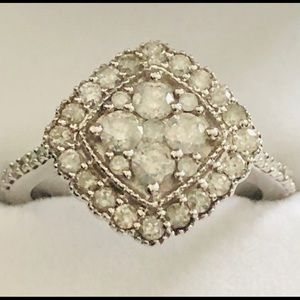 10k white gold Ring with  genuine earth diamond